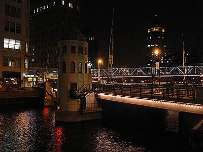 Milwaukee la nuit.jpg