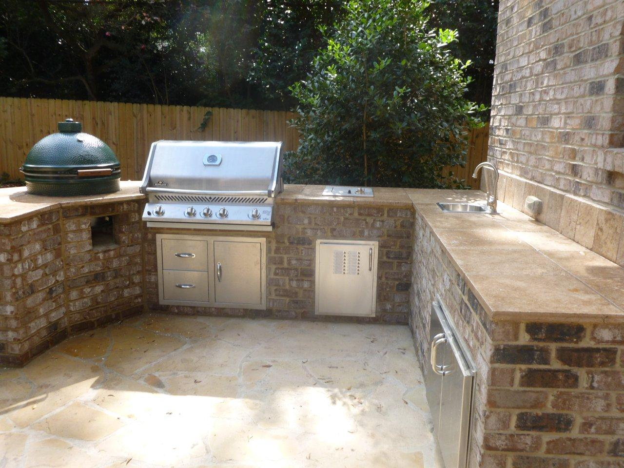 Outdoor Kitchen with Grill and Egg