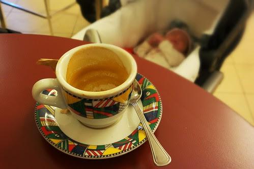 Un caffè in dolce compagnia by Ylbert Durishti
