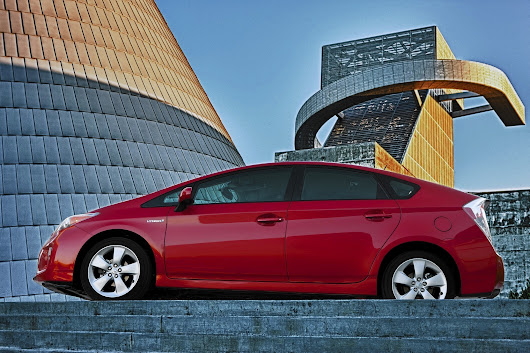 California auto buyers favor Toyota Prius; rest of U.S. prefers trucks