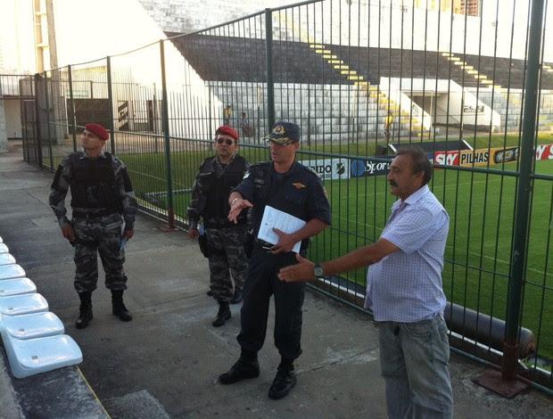 Polícia Militar realiza vistoria no Estádio Frasqueirão, em Natal (Foto: Tiago Menezes)