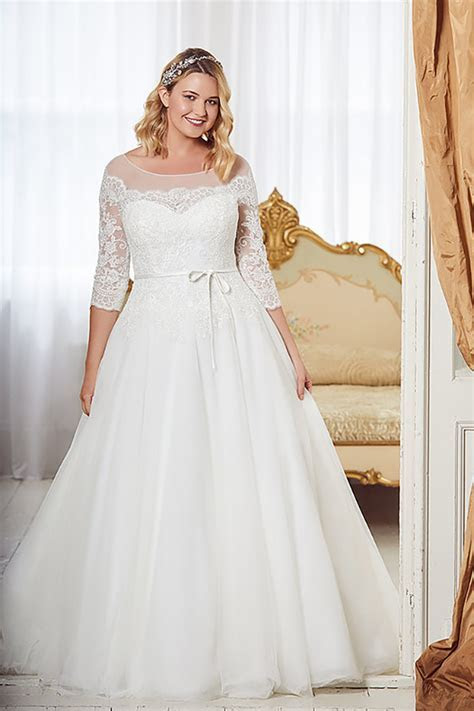 Plus Size Wedding Dresses for Fuller Figure Brides in the UK