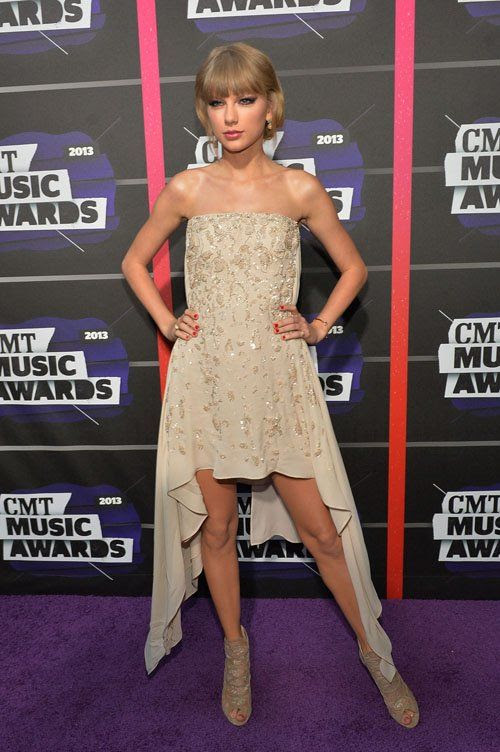 2013 CMT Music Awards - June 5, 2013 photo Taylor-Swfit-060513-7.jpg