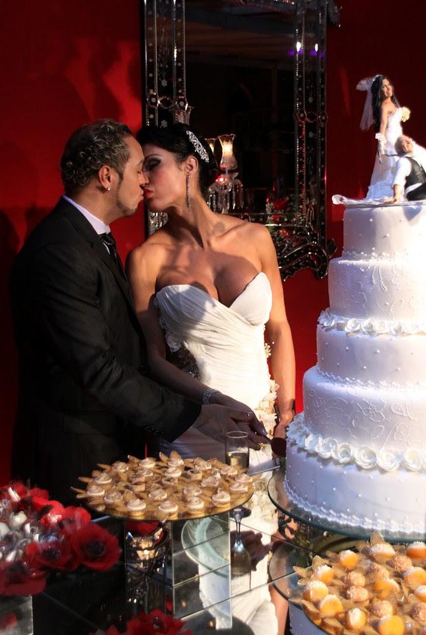 Detalhe do bolo e da mesa de doces (Foto: Daniel Pinheiro/R2 - Divulgação)