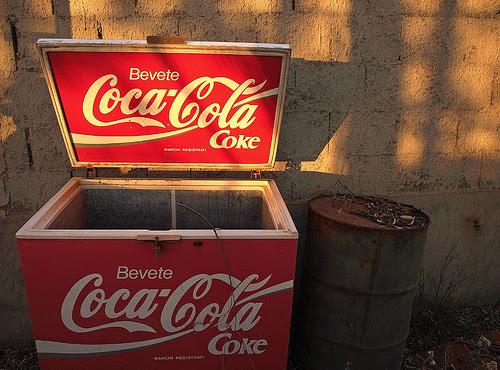 Refrigerador da Coca-Cola abandonado
