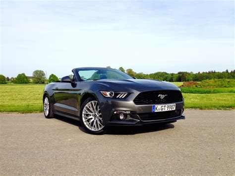 ford mustang  ecoboost convertible acceleration