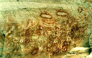 http://upload.wikimedia.org/wikipedia/commons/thumb/b/bf/Aboriginal_art_Carnarvon_Gorge.jpg/320px-Aboriginal_art_Carnarvon_Gorge.jpg?uselang=nl
