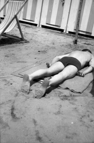 Beach Set boy on face in sand