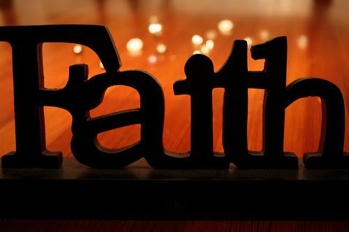 Các nhà nghiên cứu đã khuyến cáo các bác sĩ cần phải để ý và xem xét lại  việc dùng tôn giáo như là một phương sách để giúp đỡ các bệnh nhân của họ
