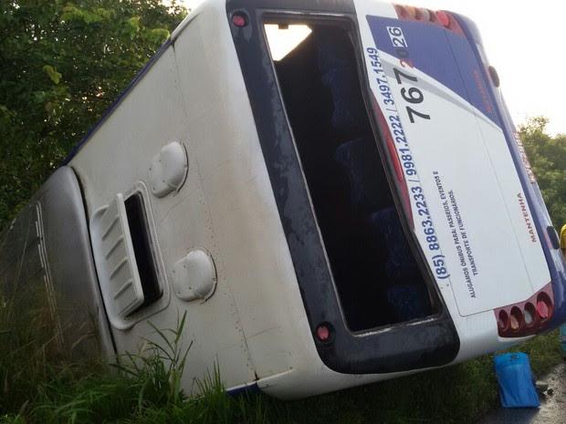 Três ficaram feridos (Foto: PRF-CE/Divulgação)