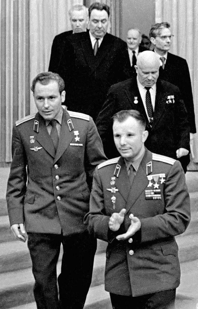 Honores de héroe  - Un modelo para Rusia