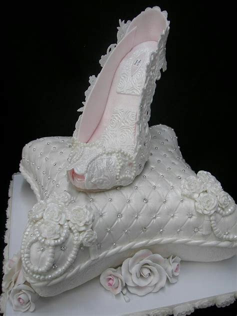 10 Best images about Decorative Pillow Cakes on Pinterest