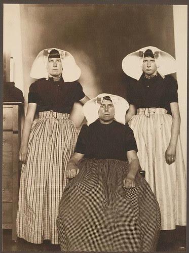[Three Dutch women.] por New York Public Library
