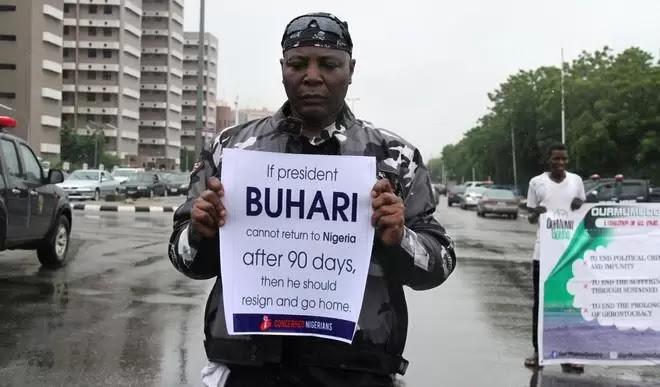 Buhari: Traders attack Charly Boy at Wuse market