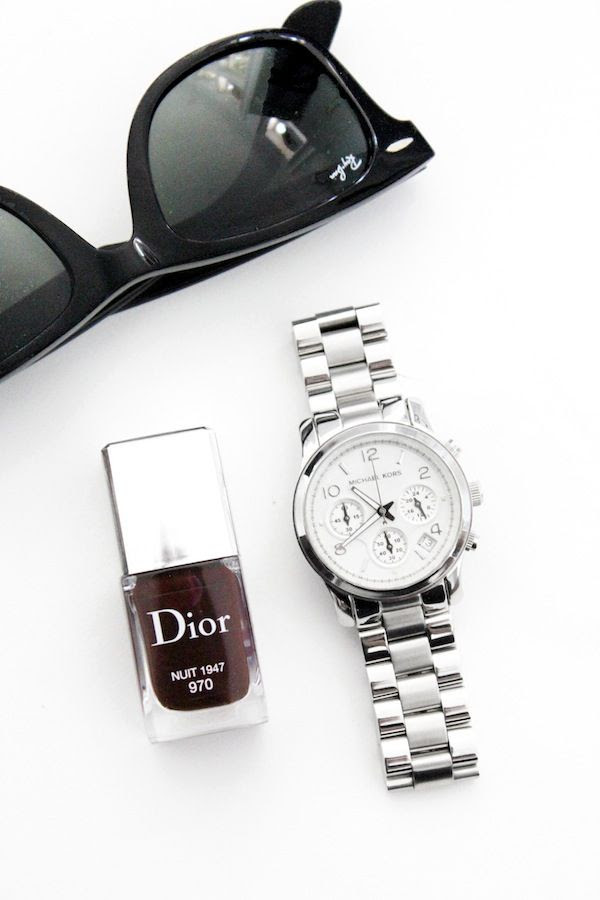 Le Fashion Blog Neutral Fall Style Black Ray Ban Wayfarer Sunglasses Silver Michael Kors Dior Vernis Gel Shine Nail Lacquer Burgundy Nail Polish Nuit Casual Chic Accessories