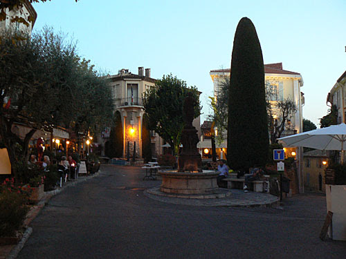 mougins by night.jpg