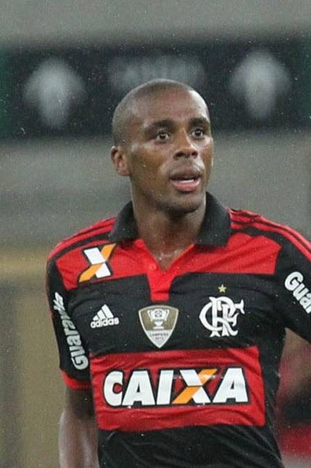 Marcelo e Luxemburgo 'moralizaram' a defesa do Flamengo