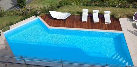 Mobili e arredamento piscine interrate sfioro prezzi for Arredamento piscine