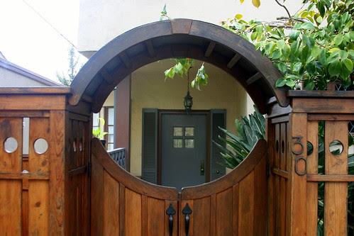 circle fence gate