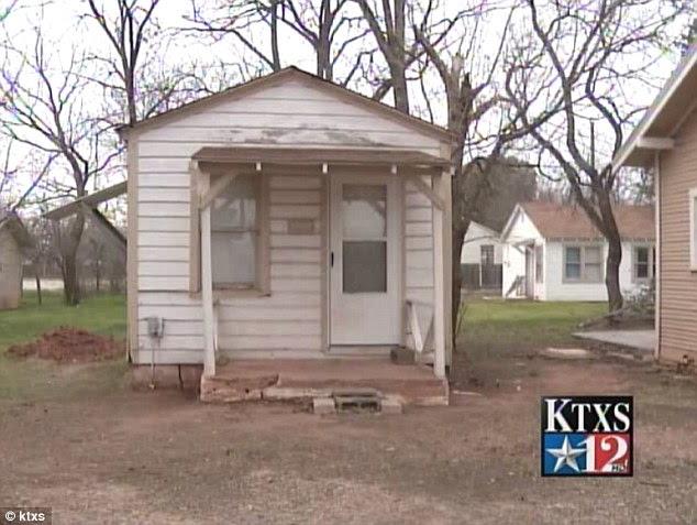 Violência fim de semana: Taz foi esfaqueado em Abilene seu proprietário Larry Dollins ', Texas casa, na foto
