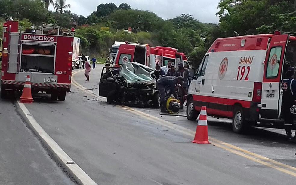 Quatro veículos se envolveram em acidente, na manhã desta quarta-feira (26) (Foto: Fábio Santos/ Voz da Bahia)
