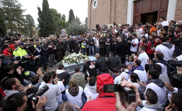 http://images.detik.com/content/2011/10/28/463/Simoncelli-5.jpg