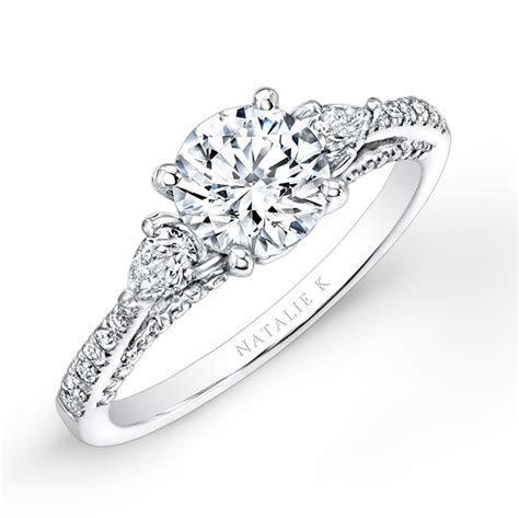 18K WHITE GOLD THREE STONE DIAMOND ENGAGEMENT RING WITH