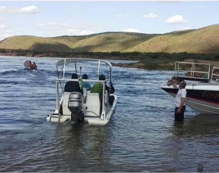 Barcos buscam por Domingos Montagner no rio