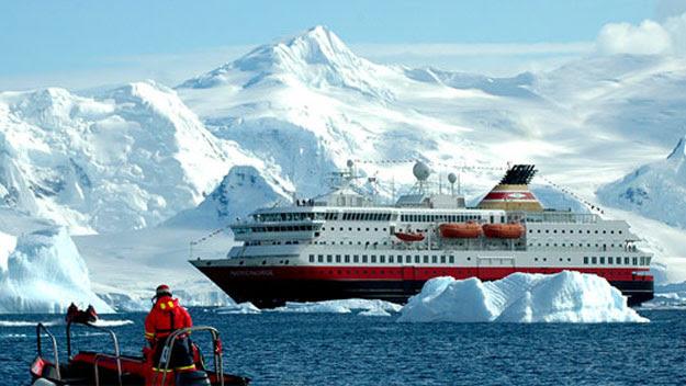 Antarctica cruise ship