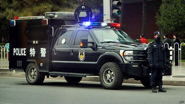 京西宾馆外的一辆特警特种车辆(9/11/2013)