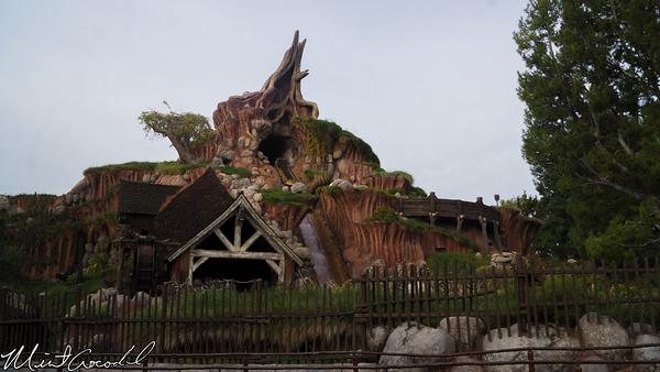 Disneyland Resort, Disneyland, Critter Country, Splash Mountain, Winter, Cold, Christmas Time, Christmas