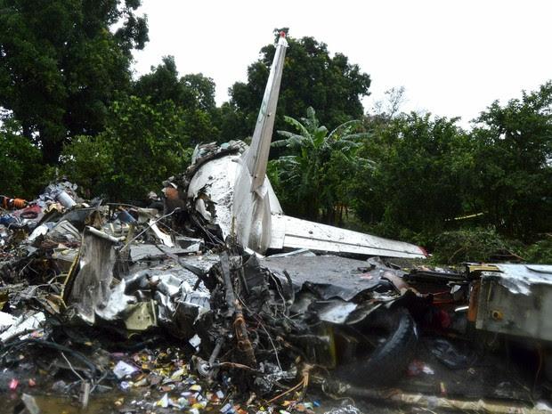 Queda de avião cargueiro russo no Sudão do Sul deixa mortos (Foto: Stringer/Reuters)
