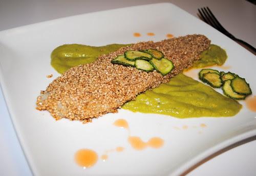 Filetto di rombo al sesamo con crema di zucchine