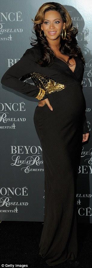 """Emoção: Beyonce organizou um rastreio de sua Live At Roseland dvd em Nova York em novembro e um clipe a partir do qual mostrou-lhe dizendo: """"É 23 de setembro.  Agora I ¿m realmente filmar o vídeo para 'Countdown' e I ¿m grávida de seis meses! """""""