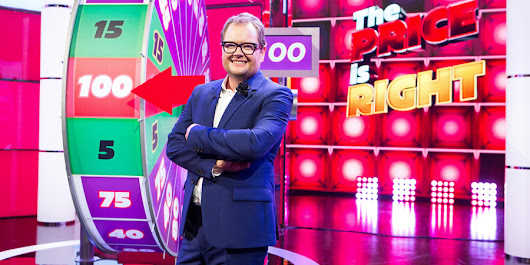 Alan Carr to front Play Your Cards Right revival