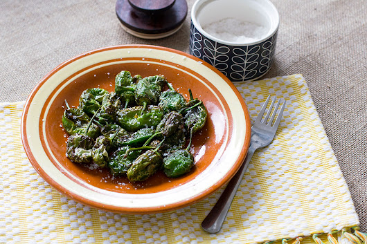 Deep-fried Padron Peppers - HolaFoodie