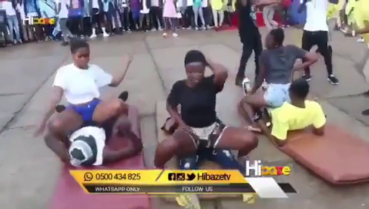 Just Negodu What These People Of The World Are Doing In The Open! [Watch Video]