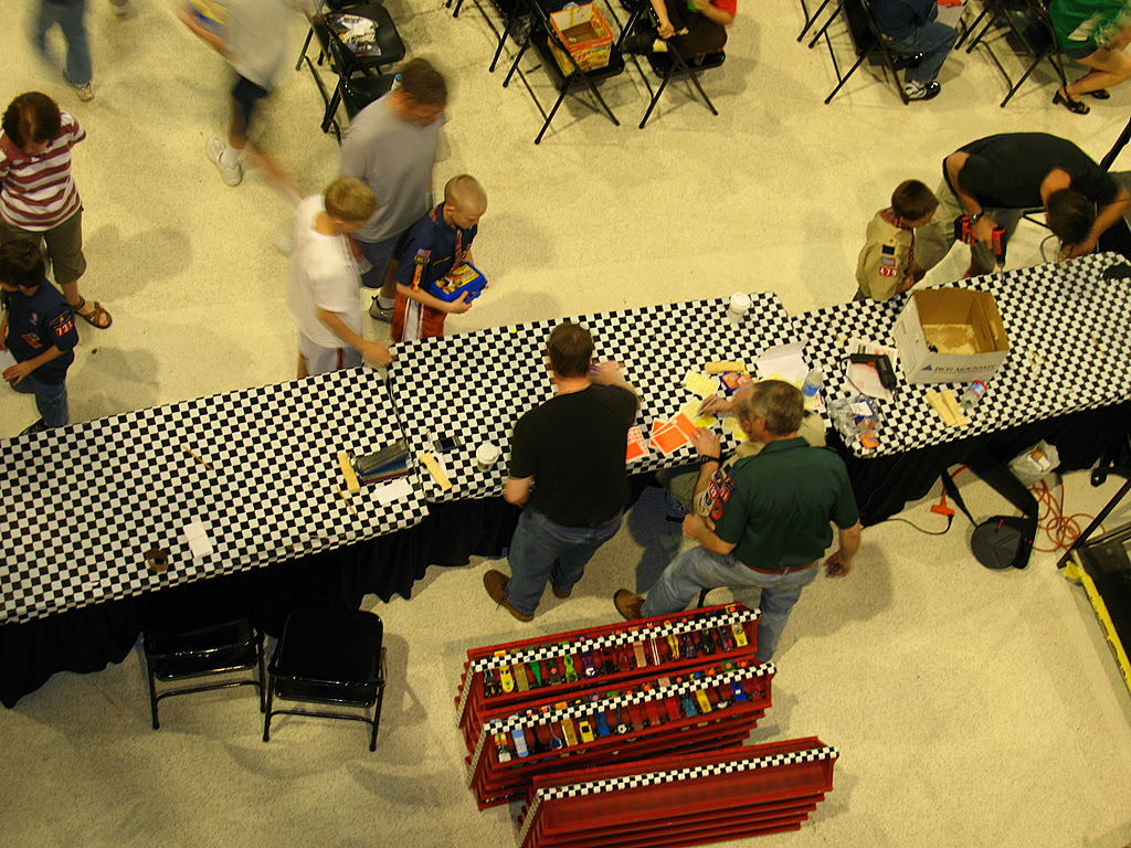 2008 minnesota state pinewood derby race at the mall of america