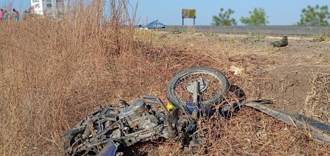 Homem morre após acidente entre carro em moto, no sertão da PB