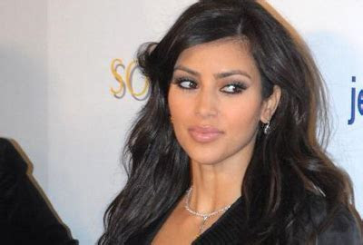 Kim Kardashian wedding photo to cost $1.5 million   Thfire.com