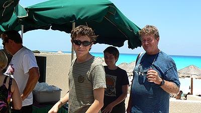 les trois garçons, BBQ Cancun.jpg