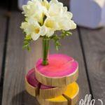 esenta-de-bucurie-aranjament-floral-pe-suport-de-lemn