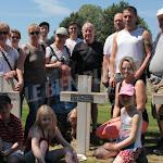 Étalante | Étalante : trois générations de Benoist sur la tombe de leur aïeul