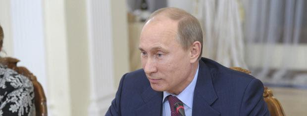 O premiê da Rússia, Vladimir Putin, durante entrevista nesta quarta-feira (18) (Foto: AP)