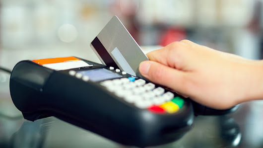 Credit card giant eases EMV liability, adoption | Restaurant Business