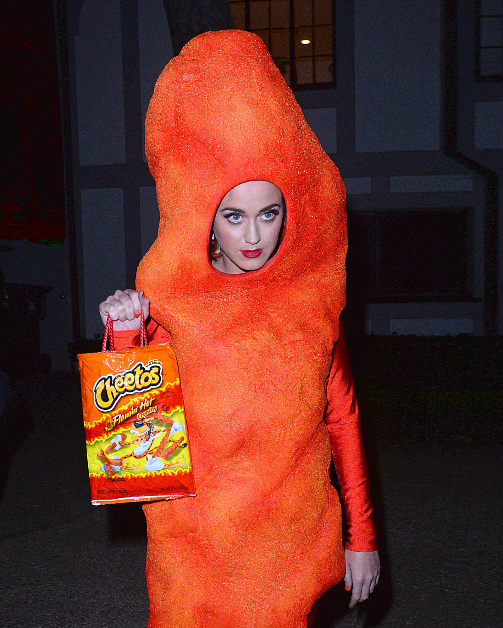 katyperry-cheetos2 Foto: Katy Perry é um salgadinho no Halloween