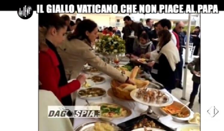 Il banchetto vip in Vaticano per la doppia beatificazione che fa arrabbiare Papa Francesco