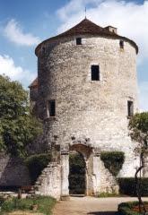 chateaux-saint-michel-de-montaigne-france-1059659096-1228552.jpg