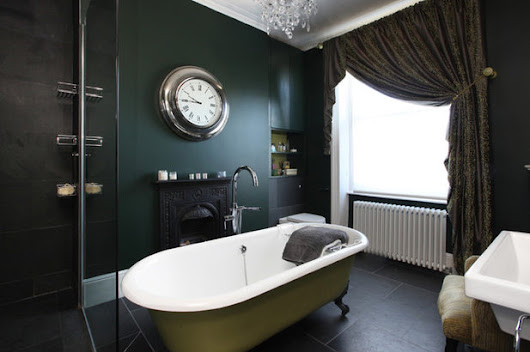 9 Elegant Examples of Black in the Bath