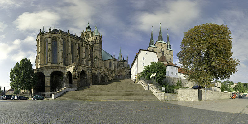 File:Erfurt Dom Domtreppe Severikirche small.jpg